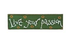 Live Your Passion pintado a mano en la muestra de madera Imágenes de archivo libres de regalías
