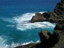 Livegen och vaggar på ön av Oahu Hawaii Arkivfoton