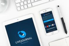 Livejourna στην επίδειξη του iPad και του iPhone Στοκ εικόνα με δικαίωμα ελεύθερης χρήσης