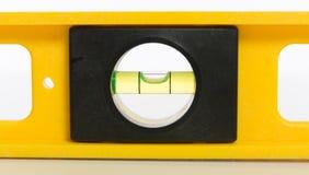 Livella a bolla gialla su bianco Fotografia Stock Libera da Diritti