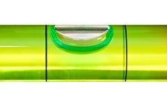 Livella a bolla verde isolata su una priorità bassa bianca Fotografia Stock Libera da Diritti