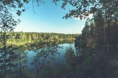 livello dell'alta marea in fiume Gauja, vicino alla città di Valmiera in Lettonia S Immagine Stock Libera da Diritti
