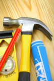 Livello della cianografia della matita del martello sulle schede di legno Fotografia Stock Libera da Diritti