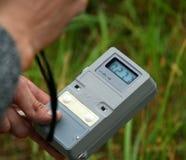 Livello di radiazione di misurazione Fotografie Stock