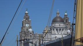 Liverpool che guarda con il sartiame di vecchia nave verso fegato che costruisce 4K archivi video