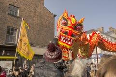 Liverpool-Chinesisches Neujahrsfest - heraus anstarrend Sie Stockbilder