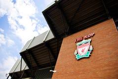 Liverpool-Emblem am Anfield Stadion Lizenzfreies Stockbild