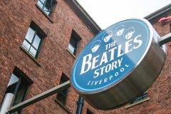 LIVERPOOL, ENGLAND - 20. APRIL 2012: Zeichen der Beatles-Geschichte Lizenzfreies Stockbild