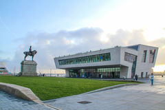Liverpool Förenade kungariket - Februari 24, 2014: Liverpool Pier Head Ferry Terminal Royaltyfria Foton