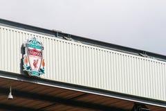 Liverpool-Fußball Clublogo an Anfield-Stadion Lizenzfreie Stockfotos