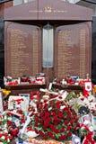 Liverpool, Großbritannien, am 15. April 2014 - Blumen gelegt, um die 2 zu gedenken Stockbilder