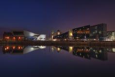 Liverpool hamnreflexion på skymning [Liverpool, UK] arkivbild