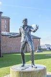 Liverpool, het UK - 03 April 2015 - Billy Fury-beeldhouwwerk in Albert Dock royalty-vrije stock foto