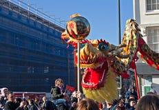 LIVERPOOL, HET UK, 2 FEBRUARI 2014. Straatparade aan teken Chinees N Stock Fotografie
