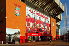 LIVERPOOL HET UK 8TH JANUARI 2016 De Kop-ingang aan Liverpool Foo Stock Afbeeldingen