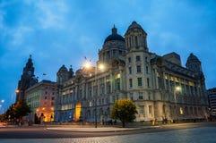 Liverpool, het UK verlichte oude gebouwen stock foto