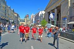 Liverpool heureux évente dans l'uniforme rouge avant la finale 2018, Kiev, Ukraine de ligue de champions d'UEFA, Photo stock