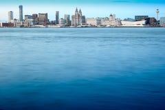 Liverpool horisont över floden Mersey Royaltyfria Foton