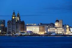 Liverpool horisont vid natt Arkivbild