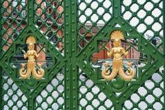 LIVERPOOL, INGLATERRA - 10 DE AGOSTO DE 2013: Primer de un metal verde Imagen de archivo