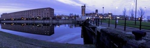 Liverpool koppelt - Keel Wharf-Ufergegend des Flusses Mersey, Liverpool, Großbritannien an stockfotografie