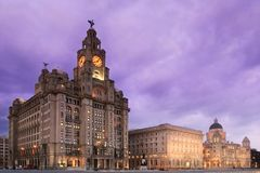 Liverpool Pier Head la nuit Photographie stock