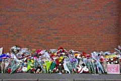 Liverpool, Regno Unito, il 15 aprile 2014 - fiori posti per commemorare i 2 Immagini Stock