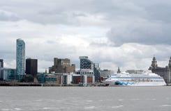 Liverpool-Stadtzentrumaussicht vom Fluss Mersey Stockbild