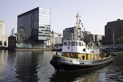 Liverpoolen baserade bogserbåten Brocklebank i Albert Dock Liverpool arkivfoto