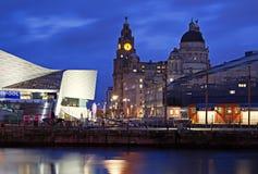 Liverpools historiska strandbyggnader Arkivbild