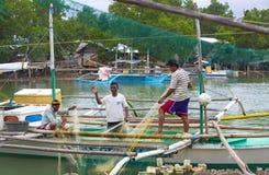 Livet av invånarna av det filippinska fiskeläget Royaltyfria Bilder