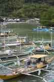 Livet av invånarna av det filippinska fiskeläget Arkivbild