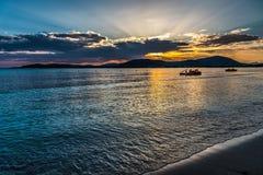 Livfartyg i den Alghero kusten på solnedgången Royaltyfri Fotografi