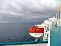 Livfartyg som behandlar kugghjulet - vinsch av den stora skytteln Royaltyfria Foton
