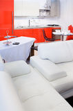 Living room in color red and white Royalty Free Stock Images