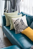 Living room with green sofa and pillows Royalty Free Stock Photography