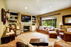 Living room with leather couch and fireplace Royalty Free Stock Images