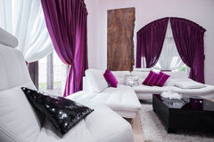Living room's purple decorations Royalty Free Stock Photos