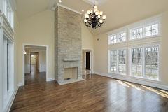 Living room with two story fireplace Royalty Free Stock Photos