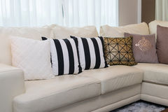 Living room with white sofa Royalty Free Stock Photos