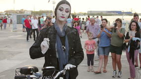 Living statue performer. TULCEA, ROMANIA - AUGUST 26: Living statue performer at the international rowing boats festival, Rowmania on August 26, 2016 in Tulcea stock video footage