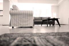 Livingroom med nytt möblemang Arkivbild