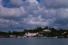 Livingston Guatemala från vattnet Royaltyfri Fotografi