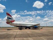 LIVINGSTON, zambiowie - LISTOPAD 24, 2018 Boeing 737-436 British Airways Comair na Harry Mwanga Nkumbula lotnisku międzynarodowym obraz royalty free