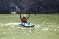 LIVINGSTONE - 01 OKTOBER 2013: Extreme kayaker wordt klaar aan att Royalty-vrije Stock Afbeelding