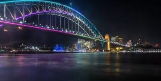 Livlig Sydney Harbour bro Arkivfoton