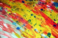 Livliga driftiga färgrika guld- fläckar för vattenfärg för fläcktexturmålarfärg Arkivbilder