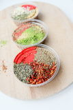 Livliga orientaliska kryddor Arkivbild