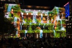 Livliga Sydney 2015: Det beställnings- huset med ljus show Royaltyfri Foto
