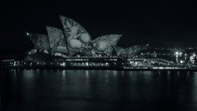 Livliga Sydney 2017 på operahuset i svartvitt Arkivfoto